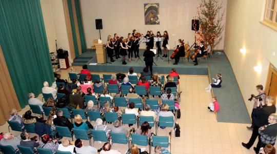 Koncert kolęd w wykonaniu uczniów Państwowej Szkoły Muzycznej im. Franciszka Liszta w Głogowie.